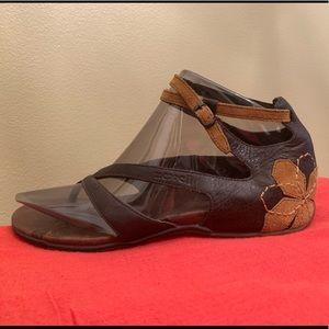 Sporty but feminine sandals!